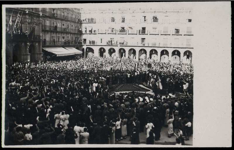 Actos_oficiales_en_la_Plaza_Mayor_de_Salamanca_Material_grafico__1