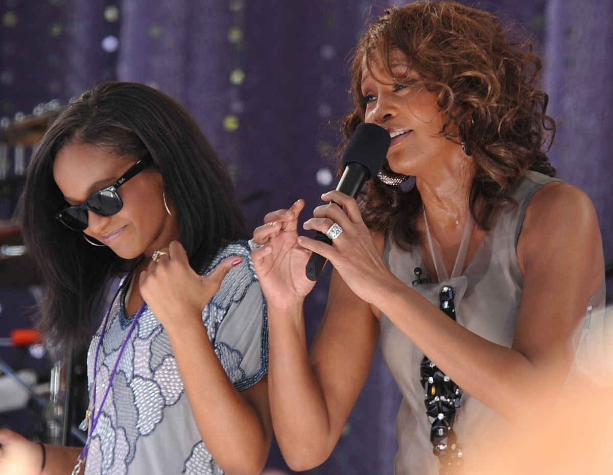 1200px-Flickr_Whitney_Houston_performing_on_GMA_2009_5